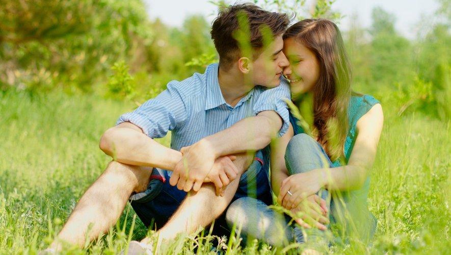 Vacances d'été : les premiers amours adolescentes parfois douloureuses
