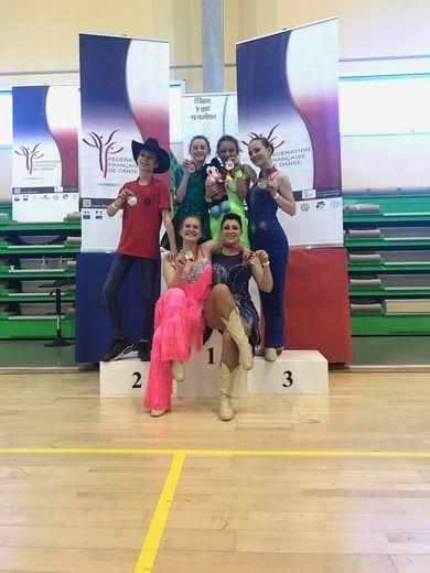 Pluie de médaille pour le Western Danse 12