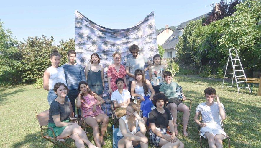 Quatorze artistes invités en résidence du parcours d'interventions artistiques éphémères à Saint-Geniez-d'Olt.