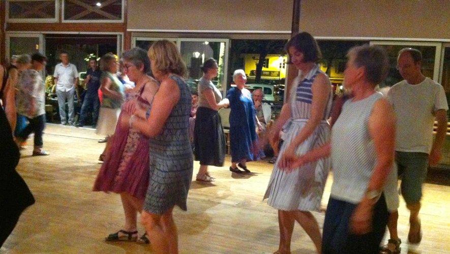 Des danses sur de la musique traditionnelle.