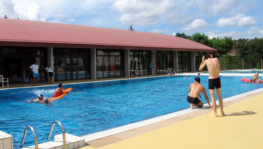 Le centre nautique Aqualudis de Villefranche-de-Rouergue, plus vaste espace de natation en Aveyron.