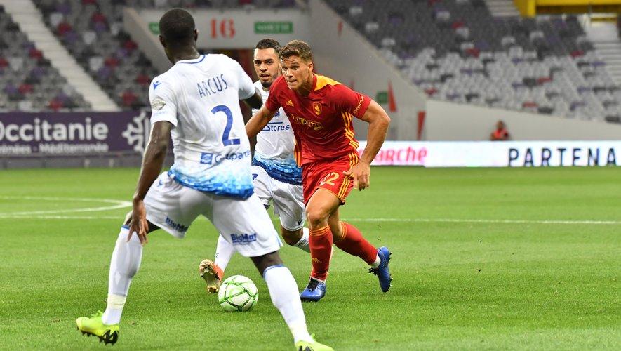 David Douline, dans l'entre-jeu ruthénois, lors du premier match de la saison vendredi dernier face à Auxerre.