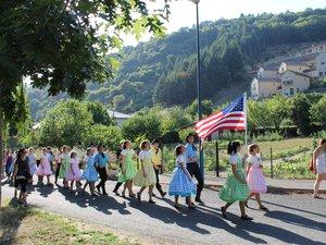Le folklore s'invite au village