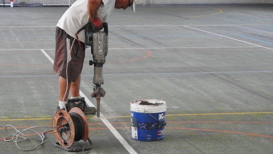 Les travaux préparatoires à la réfection des peintures et marquages ont débuté.