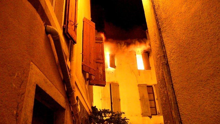 La rue de la Capelle sécurisée après le violent incendie