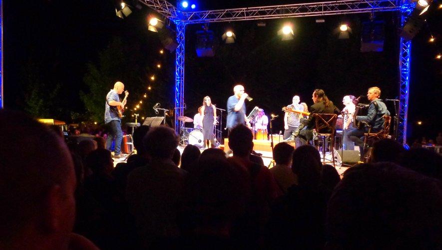Scène centrale et proximité au festival Bretelle(s).