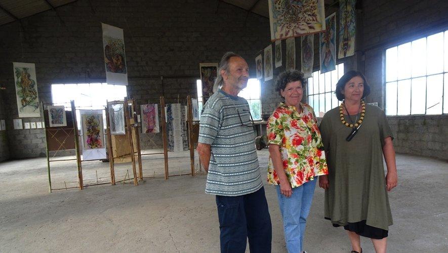 Sylvie Nayral, entre ses amis Caroline Dubois et Bernard Pinna.