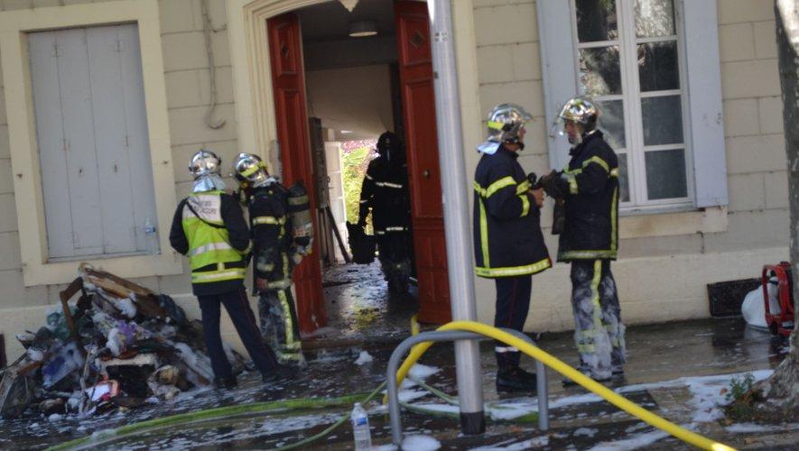 Les pompiers toujours à pied d'oeuvre ce dimanche matin.