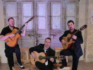 « Trois guitares, en ma pensée, jettent un trouble immense… », chantait Aznavour. Alors OK, jouez Maestrio !