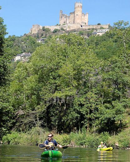 Si la rivière Aveyron ne fut jamais utilisée comme une grande voie navigable. Elle permit toutefois le développement d'une intense activité artisanale.
