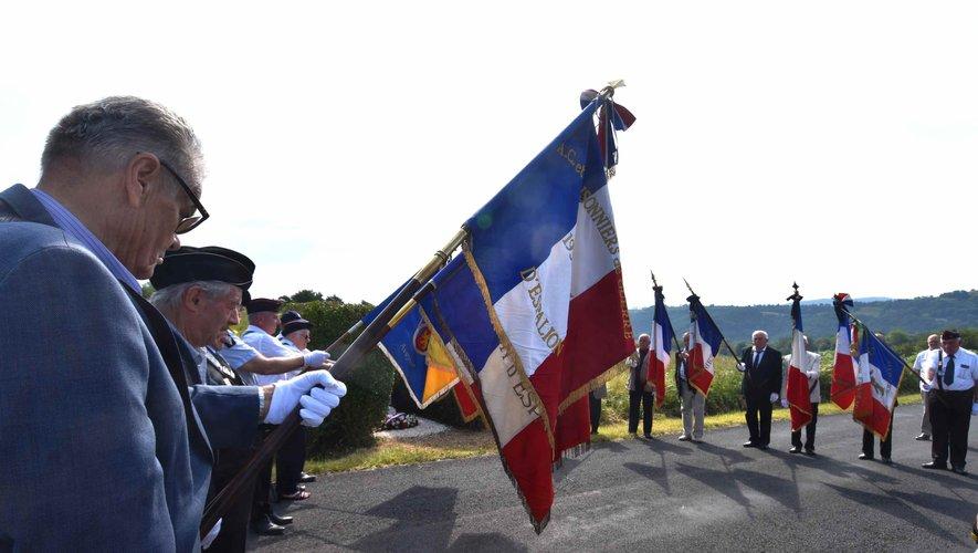Cérémonie d' hommage devant la stèle  de Jean Pélissier à La Quille.