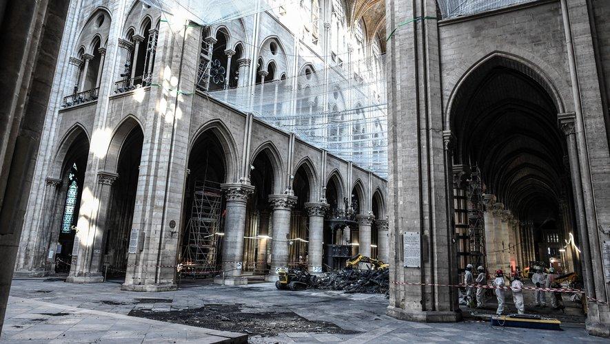Pendant le sinistre qui a très gravement endommagé Notre-Dame le 15 avril, plusieurs centaines de tonnes de plomb contenues dans la charpente de la flèche et la toiture ont fondu et une partie de ce métal toxique s'est répandue sous forme de particul