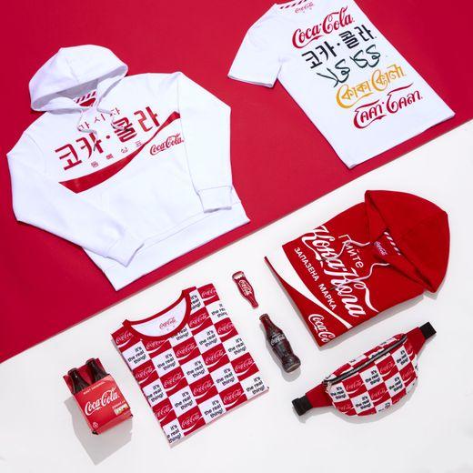 Celio fête le 100e anniversaire de Coca-Cola en France avec une collection de prêt-à-porter et d'accessoires.