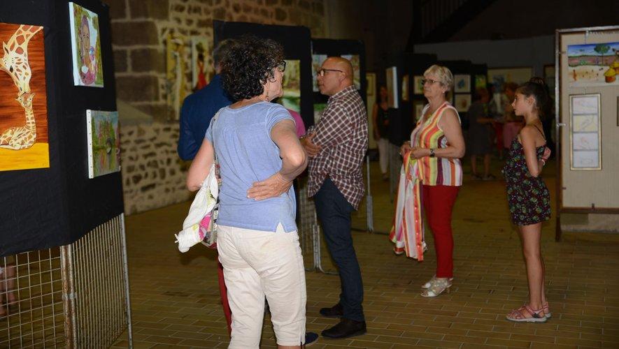 Beaucoup de visiteurs lors du vernissage.