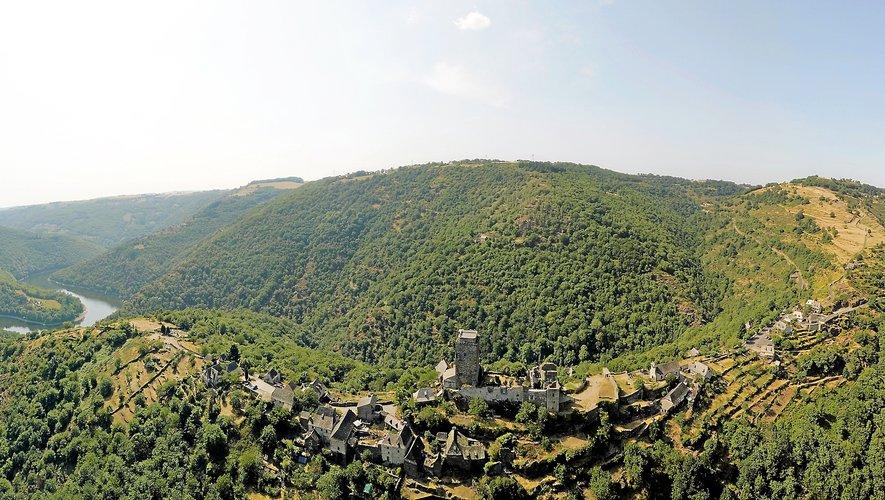 Le château de Valon, près de mille ans, toujours vivant.