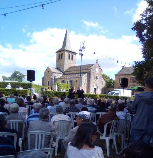 De nombreux spectateurs ont assisté au concert des Jumeaux.