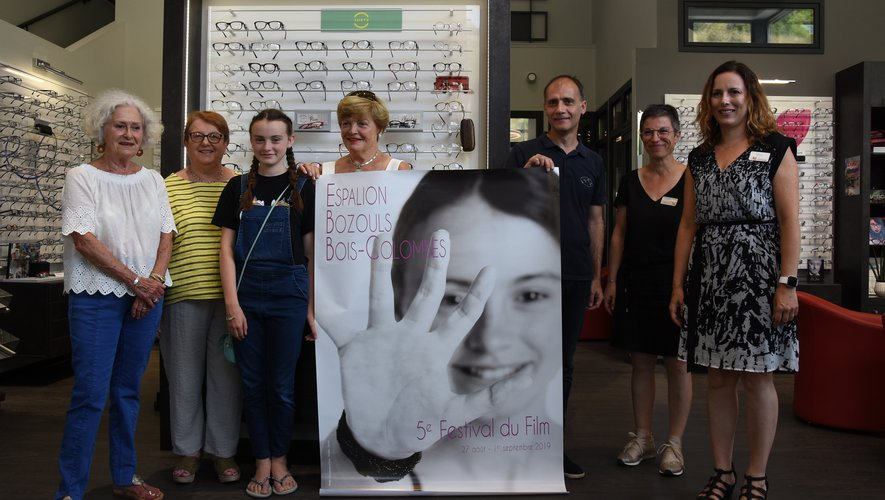 La jeune Sasha, égérie de l'affiche aux côtés des organisateurs