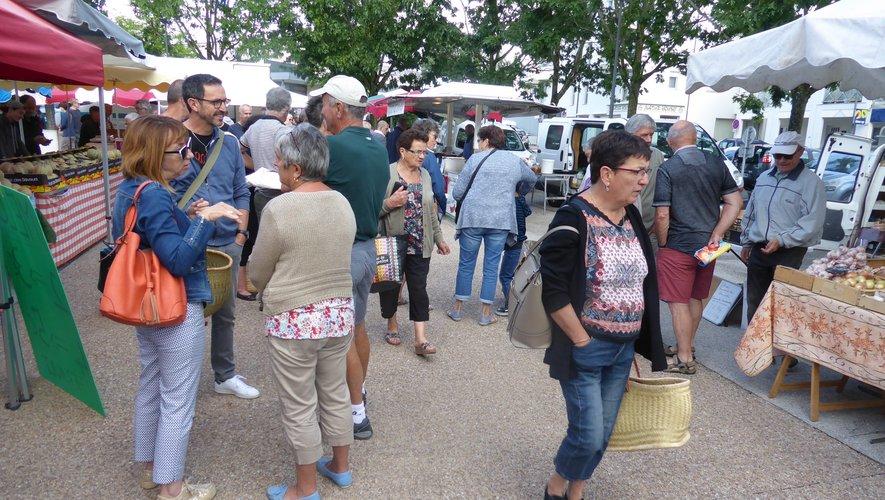 Ils sont nombreux à faire régulièrement un petit tour de marché le dimanche matin.