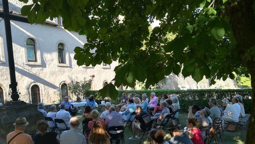 Les apéritifs musicaux en amont des concerts : une rencontre sous forme de discussion avec Kiya Tabassian directeur artistique de l'ensemble Constantinople et artiste associé de notre festival sont un réel succés.