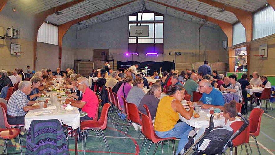 Une salle bien remplie et un repas apprécié de tous