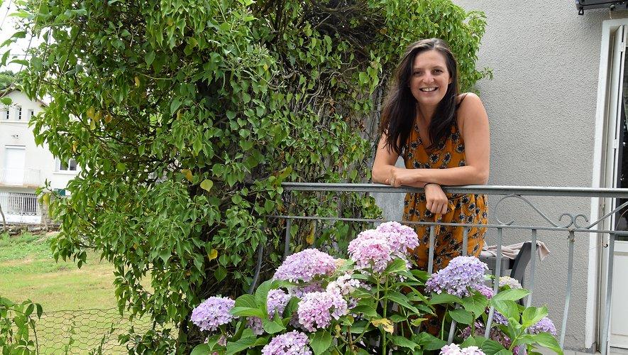 Charlotte Bonnet vit près de Limoges, avec son son mari, le ténor Olivier Montmory, et leur petit Basile, âgé de dix mois, mais elle prend plaisir à venir régulièrement sentir le parfum des fleurs de la maison familiale à Espalion.