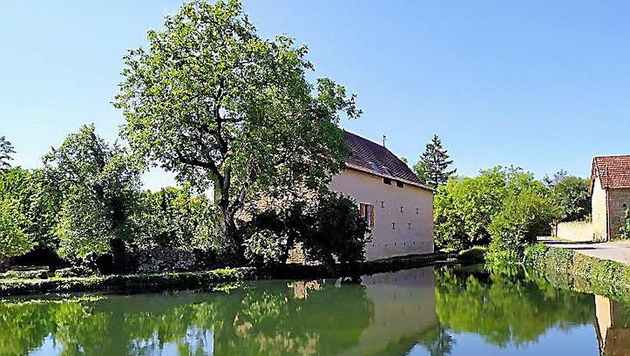 La vallée de la Diège, entre Capdenac et Salles-Courbatiers, offre aux visiteurs un paysage préservé et apaisant, réservant nombre de surprises au détour de quelques méandres.