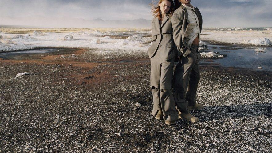 UGG et Eckhaus Latta présentent le fruit de leur collaboration via une campagne mettant à l'honneur les paysages du Mono County.