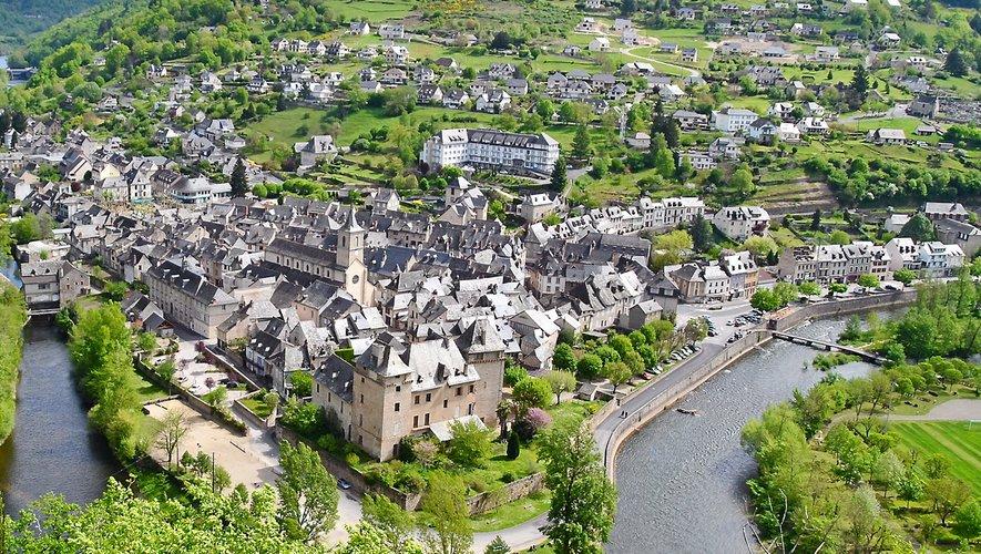 Du trou du Bozouls au village d'Entraygues, à la confluence du Lot et de la Truyère, des paysages remarquables à découvrir.