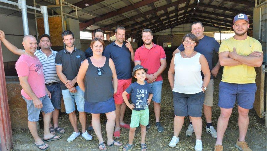 C'est toute une équipe de jeunes agriculteurs du canton qui s'est mobilisé pour que la journée portes ouvertes de la ferme des frères Belet soit une réussite.
