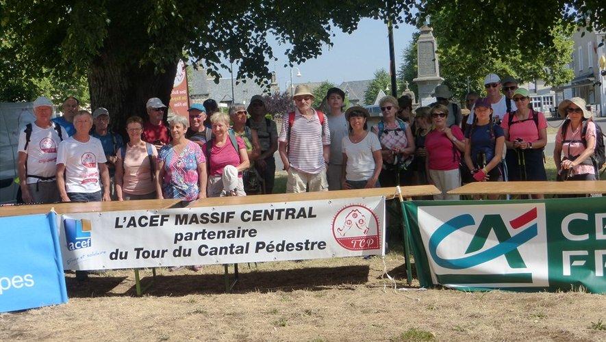 Les marcheurs prêts à découvrir une partie du Carladez.