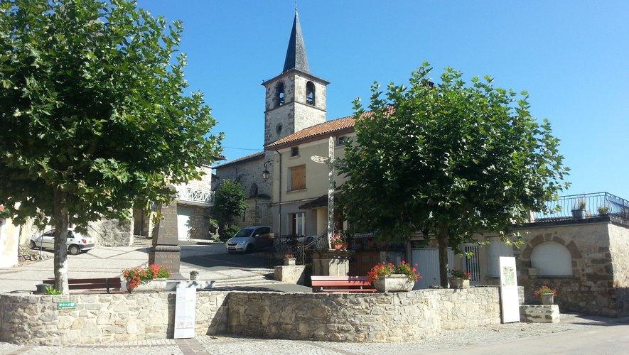 Derrière l'église de Saint-Santin, les logements rénovés.