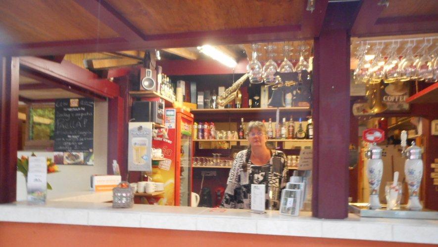 La gérante à La Plaine à Saint-Parthem.