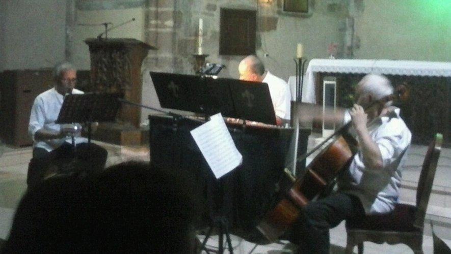 Le trio Claripia'Cello a transmis sa passion pour la musique au public.