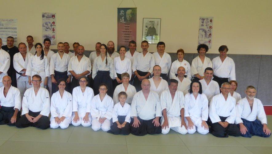Les participants à ce stage d'été d'aïkido autourde maître Bouillon.