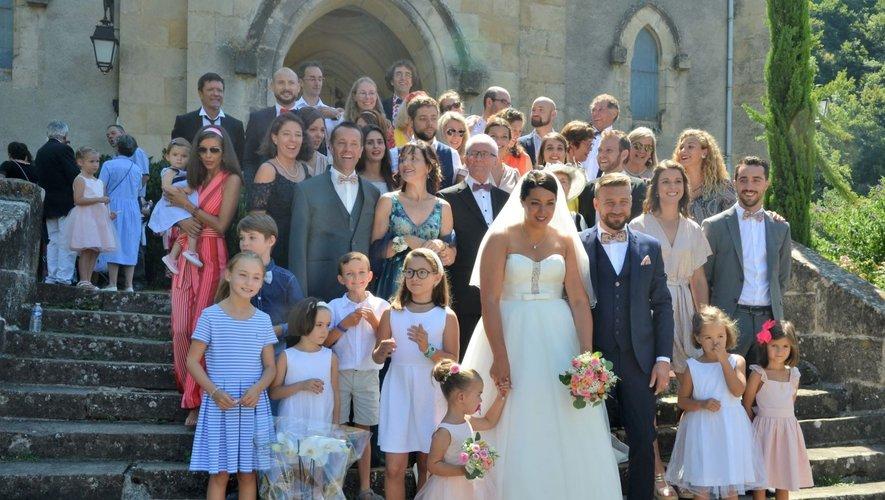 Voisins et amis de Salles-la-Sourcese sont retrouvés autour des mariéset de leurs familles.
