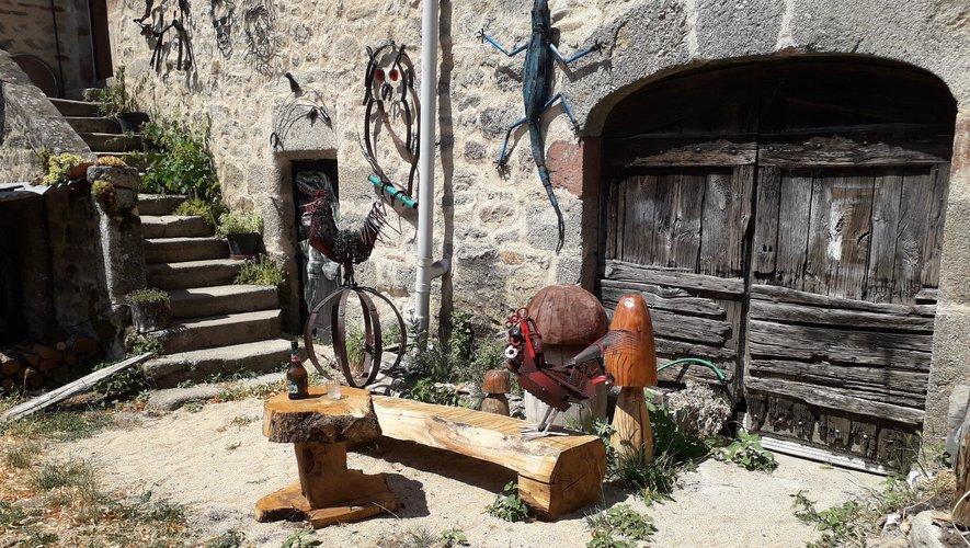 Quelques sculptures d'animaux de basse-cour.