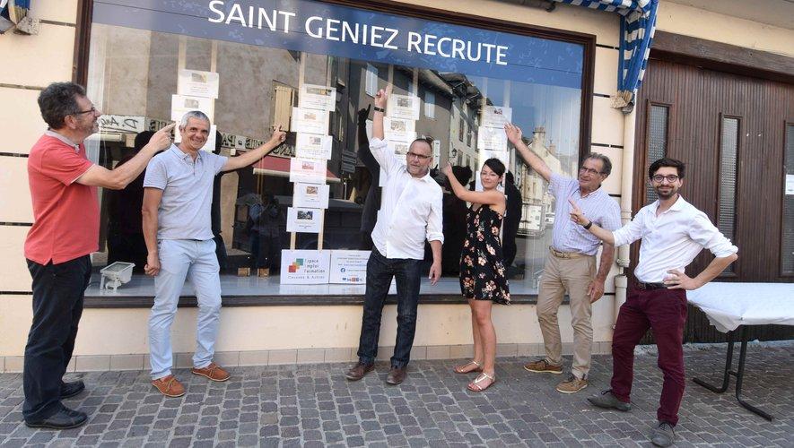 Face à la situation inquiétante du commerce, une vitrine vante les atouts et offres de Saint-Geniez.