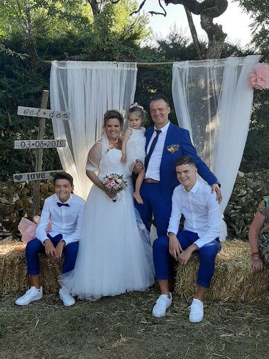 Théo, Maël et Jade ont marié leurs parents.