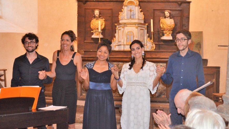 Le jeune groupe « les brunes et leurs charmants » a enchanté le public avec ses chants lyriques.