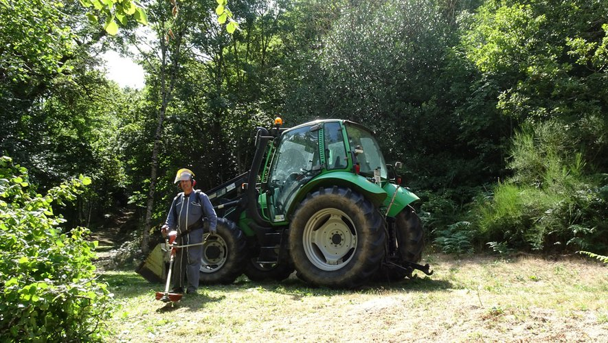 Les bénévoles de l'association des Amis de Peyrebrune veillent à maintenir le site propre et accueillant.