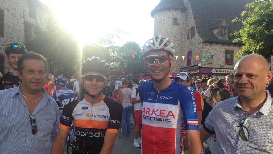 Adrien Bonnet et Warren Barguil, entourés par Alain Augié (Aprodia) et Philippe Viguié (président du Guidon).