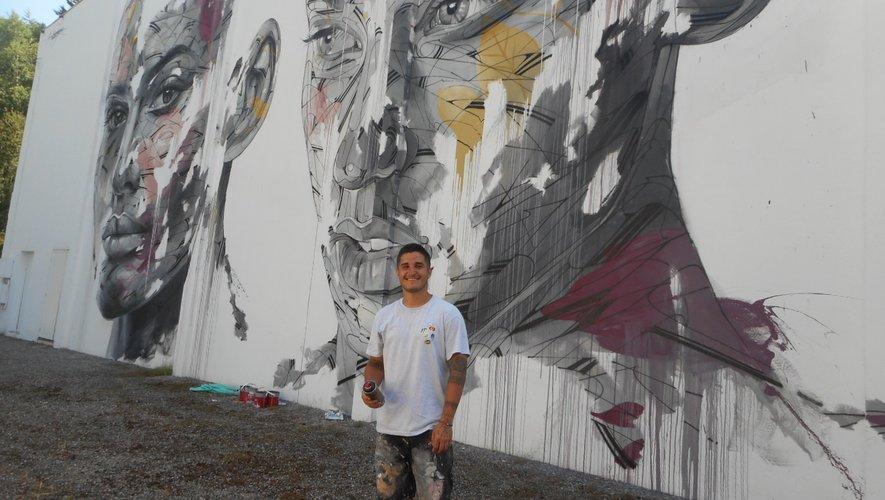 Hopare a réalisé son oeuvre lors de la 2e session du festival «Mur Murs».