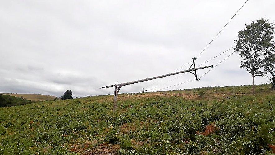 Une trentaine de poteaux électriques ont été détruits par les orages.