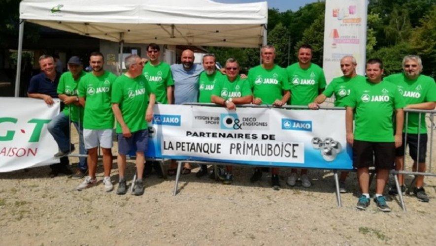 Les responsables de la Pétanque primauboise remerciant leurs partenaires avant le début des concours.