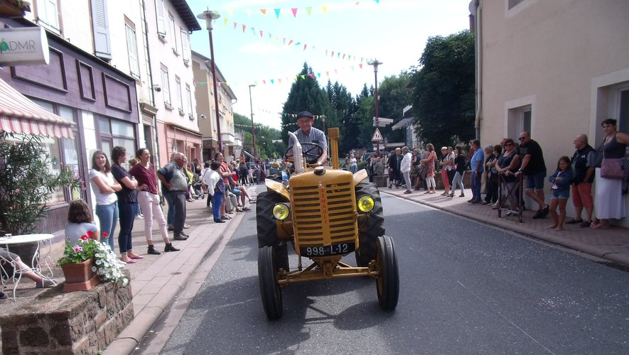 Un vénérable Renault de 1948 était de la fête.