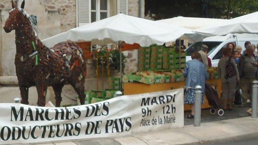 À Rignac, le cheval de fer veillesur les marchés du mardi.