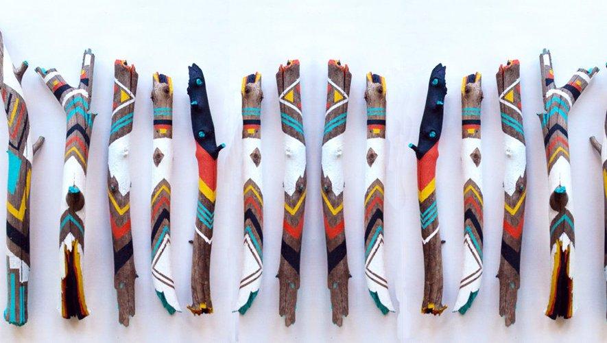 Comme des totems, voici des objets en « bois flotem ».