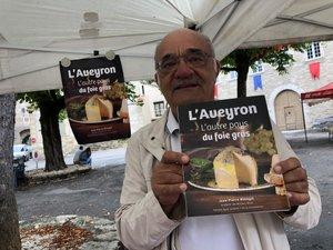 Jean-Pierre Bénazet a dédicacé son livre « L'Aveyron, l'autre pays du foie gras », place des Conques à Villeneuve où il habite.