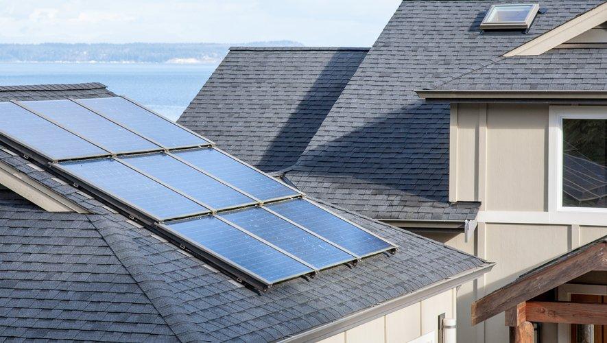 Tesla propose à nouveau Tesla Solar, mais cette fois avec la possibilité de louer des systèmes de panneaux solaires.