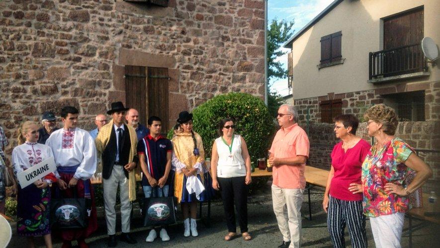 Le Renouveau sportif et la  municipalité ont chaleureusement  accueillis les danseurs.